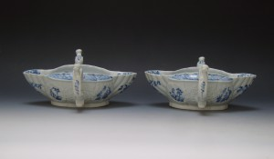 Pair of Worcester two handled sauceboats