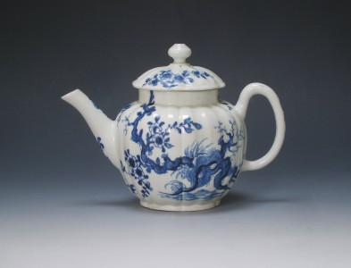 Early Worcester teapot