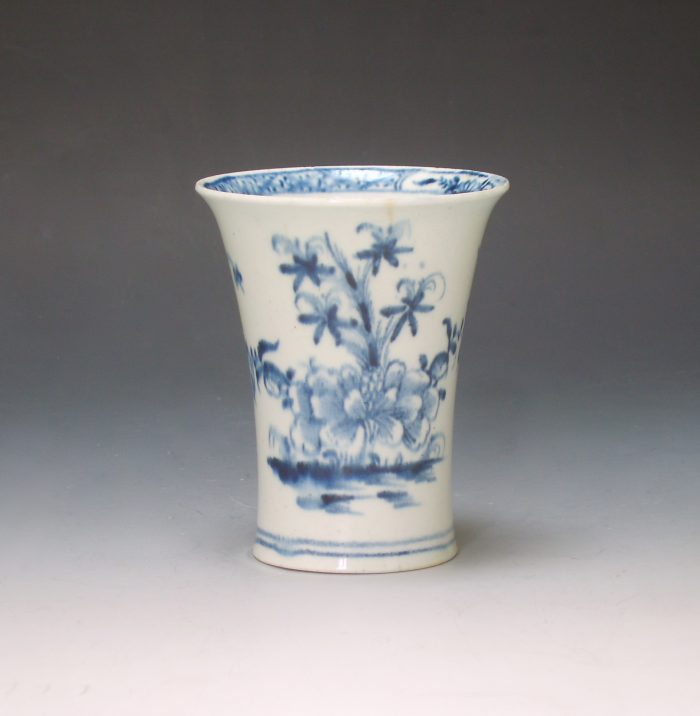 Lowestoft porcelain beaker vase
